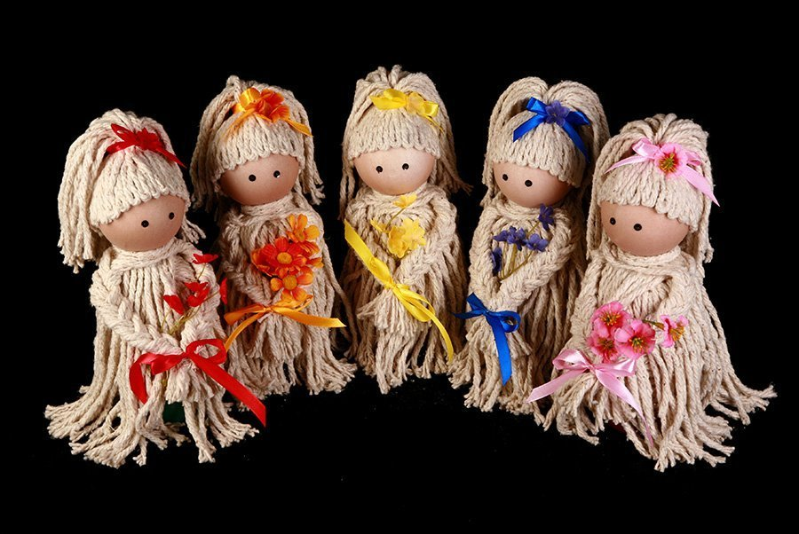 Mop doll air freshener covers make a cute DIY Christmas gift.