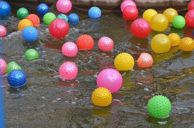 Floating balls to keep chicken water from freezing