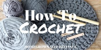 How to crochet - with blue yarn and crochet hooks